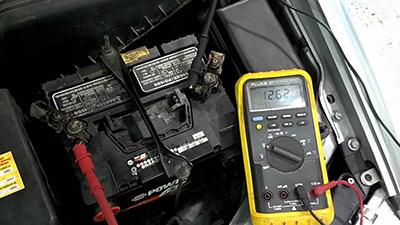 کنترل باتری ماشین بوسیله ولت متر