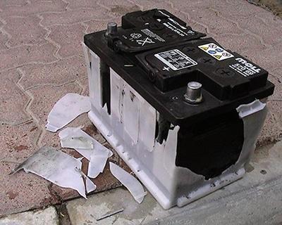 علت ترکیدن باتری خودرو