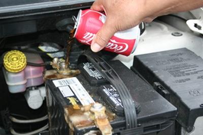مراحل تمیز کردن اتصالات باتری خودرو