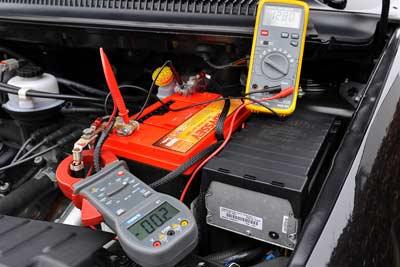 تست ولتاژ باتری در هنگام خاموش بودن ماشین