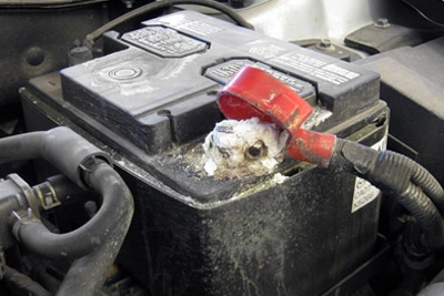 علت سولفاته زدن سر باتری خودرو