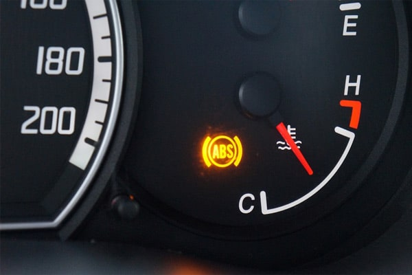 دلایل روشن شدن چراغ ABS