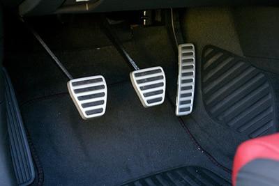 آشنایی با کلاچ ماشین و اساس و عملکرد آن در خودرو